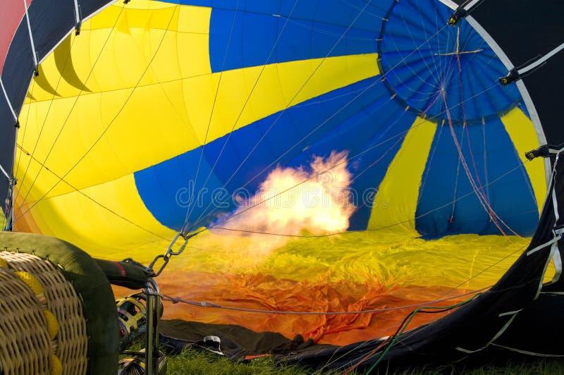 Remplir vers le haut du ballon à air chaud photo libre de droits