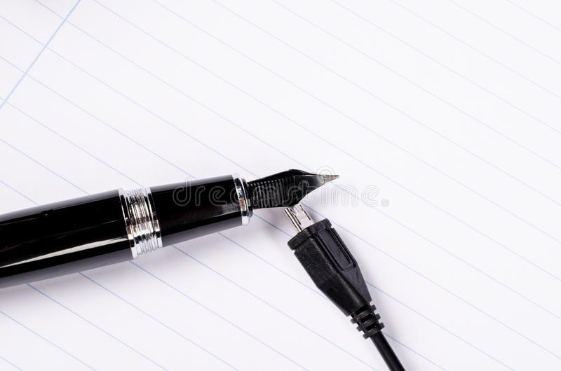 Remplissage d'un stylo-plume image libre de droits
