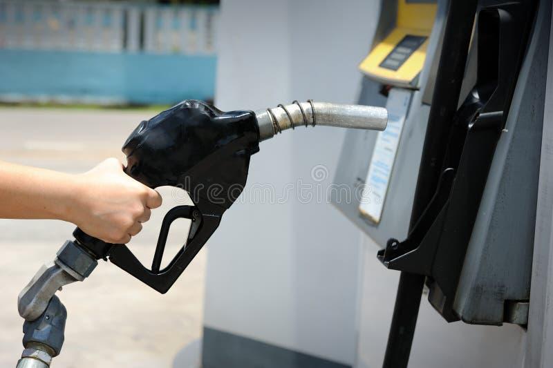 Remplissage de pompe à essence photo stock