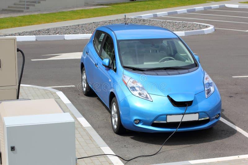 Remplissage de véhicule électrique photo libre de droits