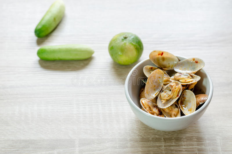 Remuez Fried Clams avec Chili Paste rôti, nourriture thaïlandaise images stock