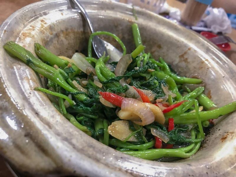 Remuez les légumes de kong de kang de Fried Garlic photographie stock