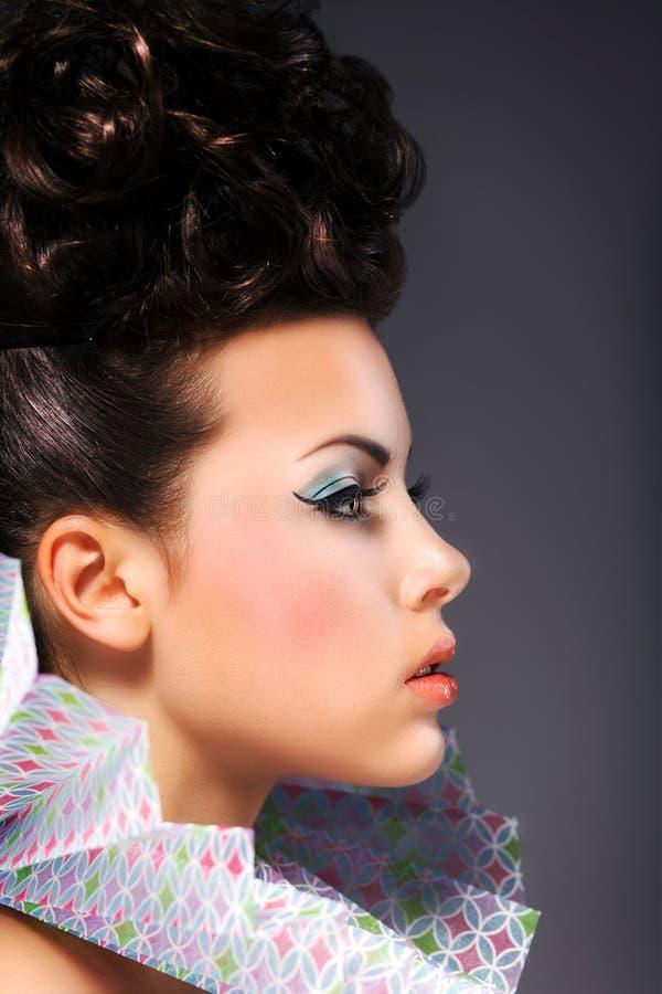 Renässans. Nobel kvinna med kråset - ljust frisyr och smink arkivfoton