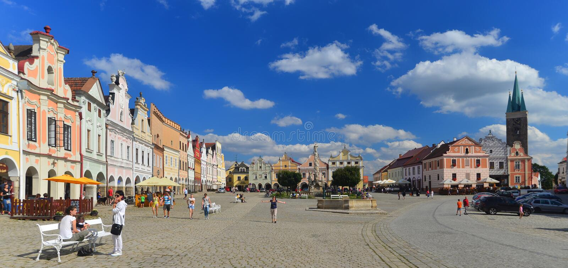 Renässansmarknadsfyrkant i Telc, Tjeckien arkivfoton