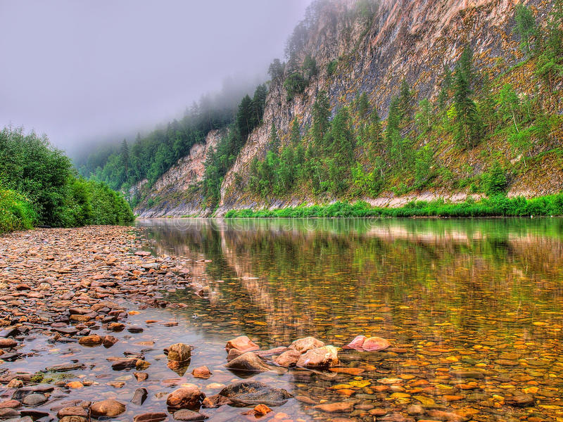 ren flod royaltyfri bild