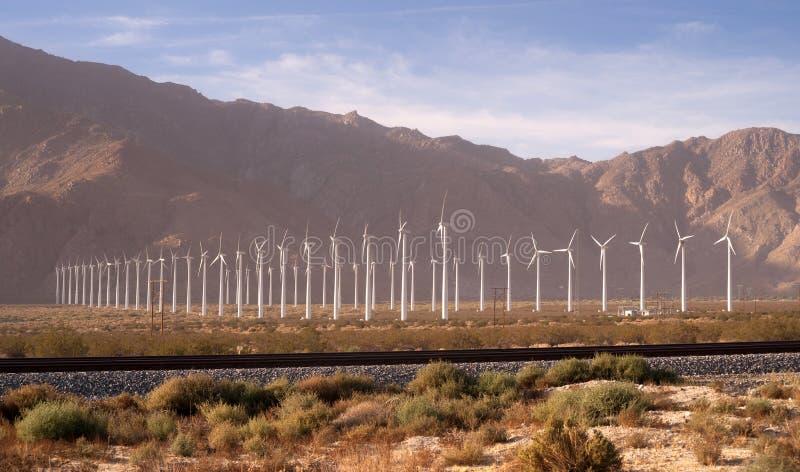 Ren grön makt för öken för energivindturbiner alternativ royaltyfri bild