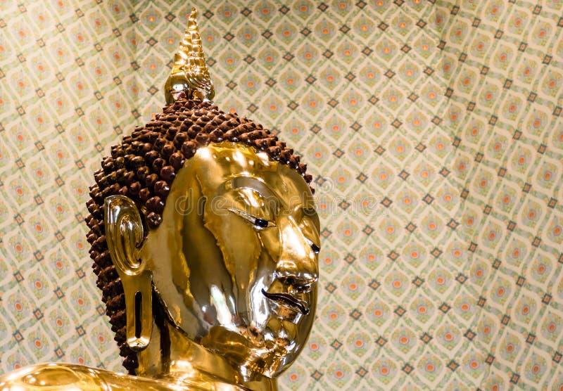 Ren guld- Buddhabild på Wat Traimit, Bangkok, Thailand arkivfoton