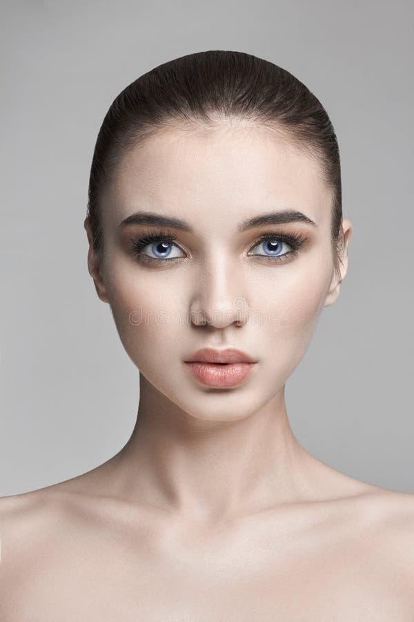Ren hudskönhet från naturen, skincareskönhetframsida, sexig kvinna M royaltyfria foton