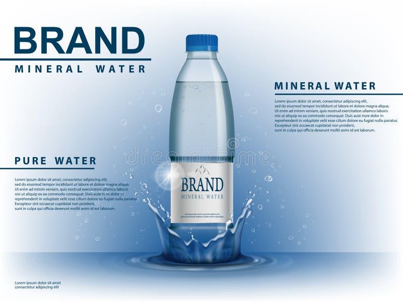 Ren mineralvattenannons, plast- flaska med vattendroppbeståndsdelar på blå bakgrund Genomskinlig dricksvattenflaska royaltyfri illustrationer