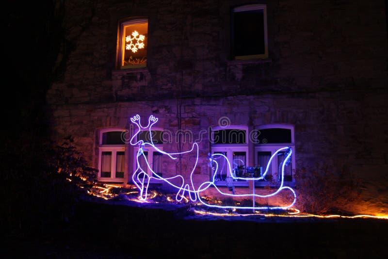 Ren- und Pferdeschlitten Weihnachtsdekoration stockbilder