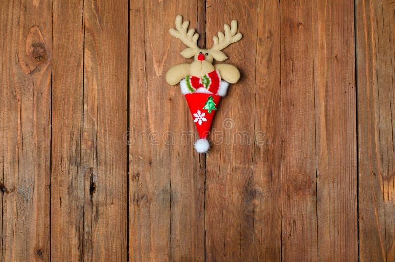 Rena em um fundo de madeira, decoração do Natal imagem de stock royalty free