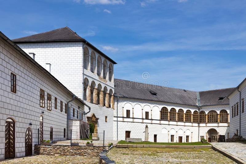 Renaissance castle Kolstejn, city Branna, Jeseniky-bergen, Tjeckien royaltyfri fotografi