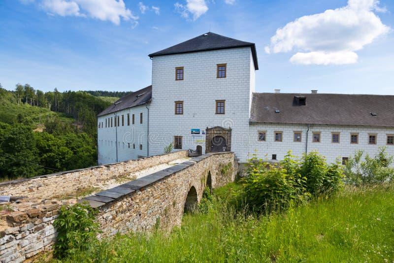 Renaissance castle Kolstejn, city Branna, Jeseniky-bergen, Tjeckien royaltyfria foton