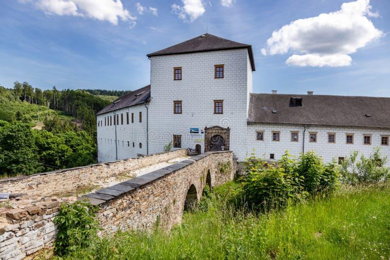 Renaissance castle Kolstejn, city Branna, Jeseniky-bergen, Tjeckien royaltyfri foto