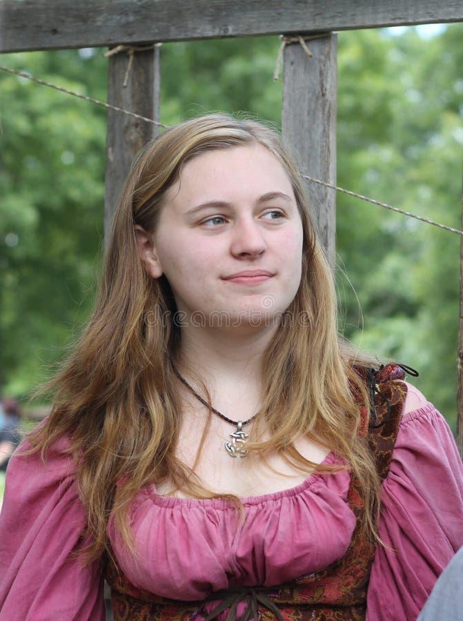 Renaissance Eerlijke Jonge Vrouw in Roze stock fotografie