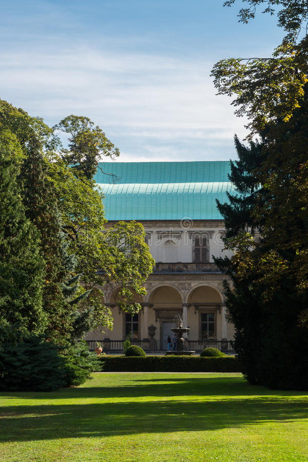 Renaissancesommerunsinnigkeit der Königin Anna in den königlichen Gärten Prag lizenzfreies stockbild