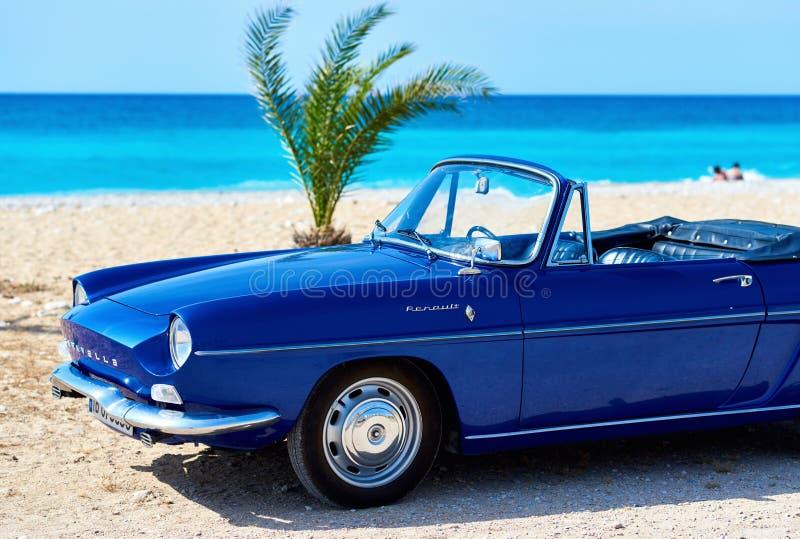 Renault Caravelle на пляже стоковые фотографии rf