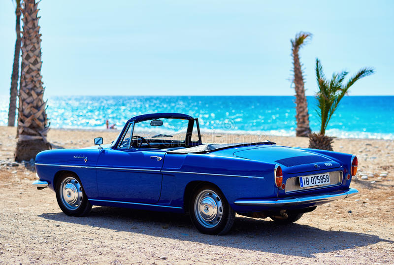 Renault Caravelle на пляже стоковое фото