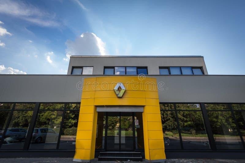 Renault-Logo auf ihrem Hauptverkaufsstellespeicher Belgrad Renault ist ein französisches Auto und ein Automobilhersteller stockfotografie
