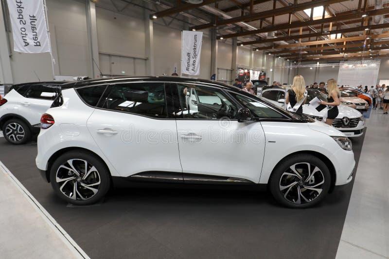 Renault Scenic a montré à l'EXPOSITION de MOTO à Cracovie Pologne image stock