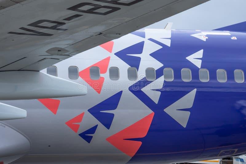 Rencontrer le premier vol à l'aéroport Boeing 737-800 Smartavia Nordavia Russie, St Petersburg de Pulkovo, le 10 avril 2019 images libres de droits