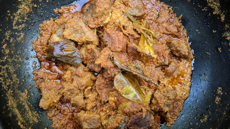 Rendang is Indonesisch beroemd traditioneel voedsel stock fotografie