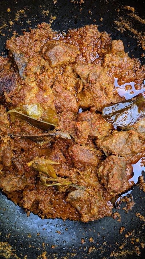 Rendang is Indonesisch beroemd traditioneel voedsel stock afbeelding