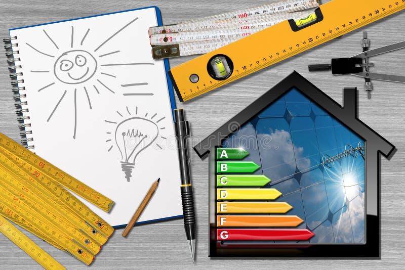 Rendement énergétique - Chambre de projet avec les panneaux solaires photos libres de droits