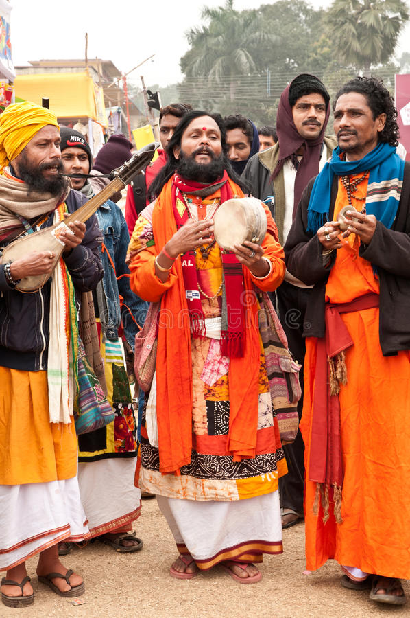 Rendement de Baul dans Poush Mela photographie stock libre de droits