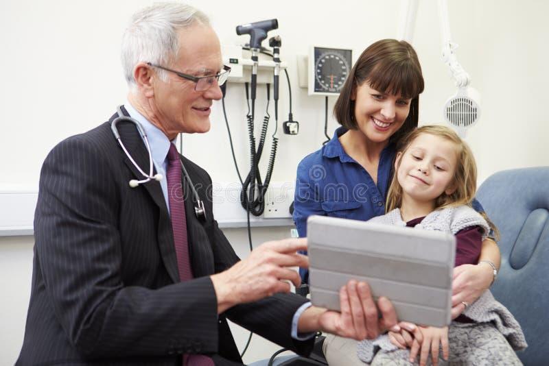 Rendez-vous pour la mère et la fille avec le docteur photo libre de droits