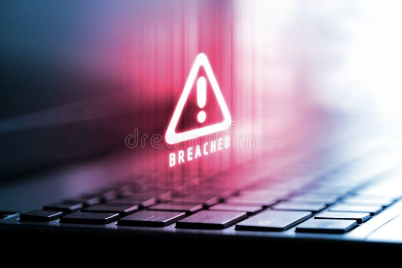 rendição 3D do logotipo alerta no laptop Conceito dos dados da privacidade que estão sendo cortados e rompidos da tecnologia do I imagens de stock