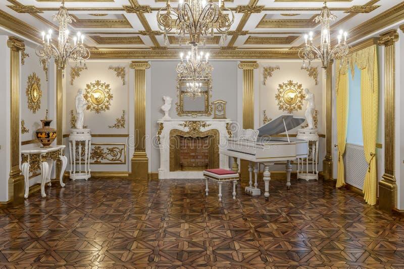 rendição 3d do salão no renderer clássico da corona do cinema 4D do estilo fotos de stock royalty free