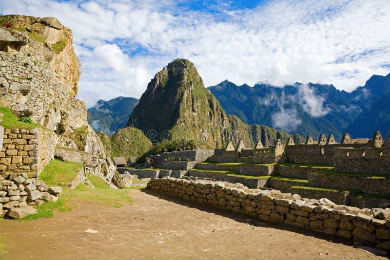 Download Renferme Le Picchu De Machu Photo stock - Image du architecture, course: 8655764
