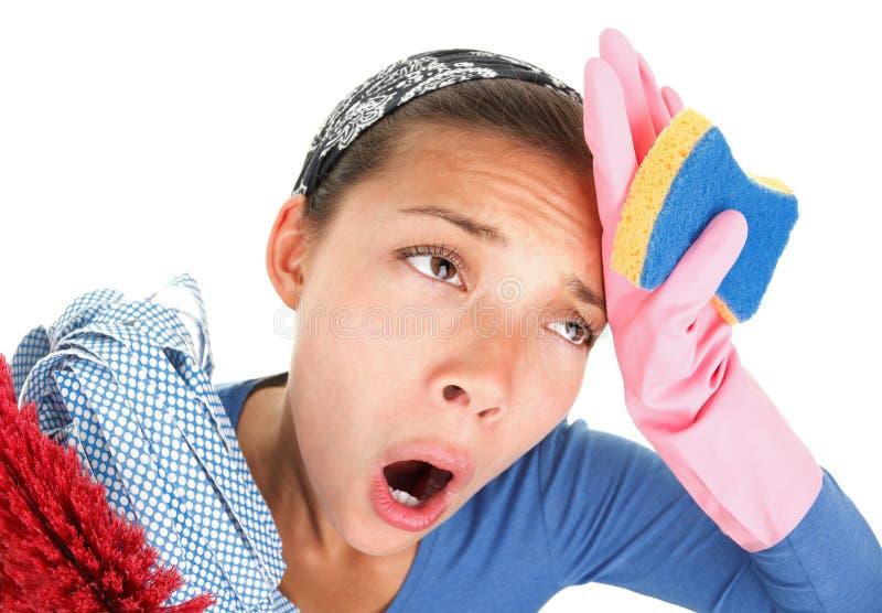 rengörande trött kvinna för roligt hus royaltyfri foto
