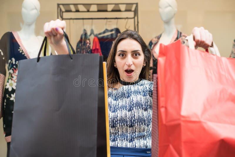 rengöringsduk för universal för tid för mall för shopping för sida för bakgrundskorthälsning arkivbild