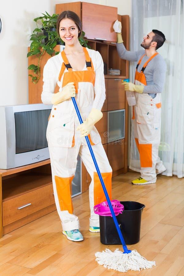 Rengöringsmedel som gör ren i rum royaltyfri foto