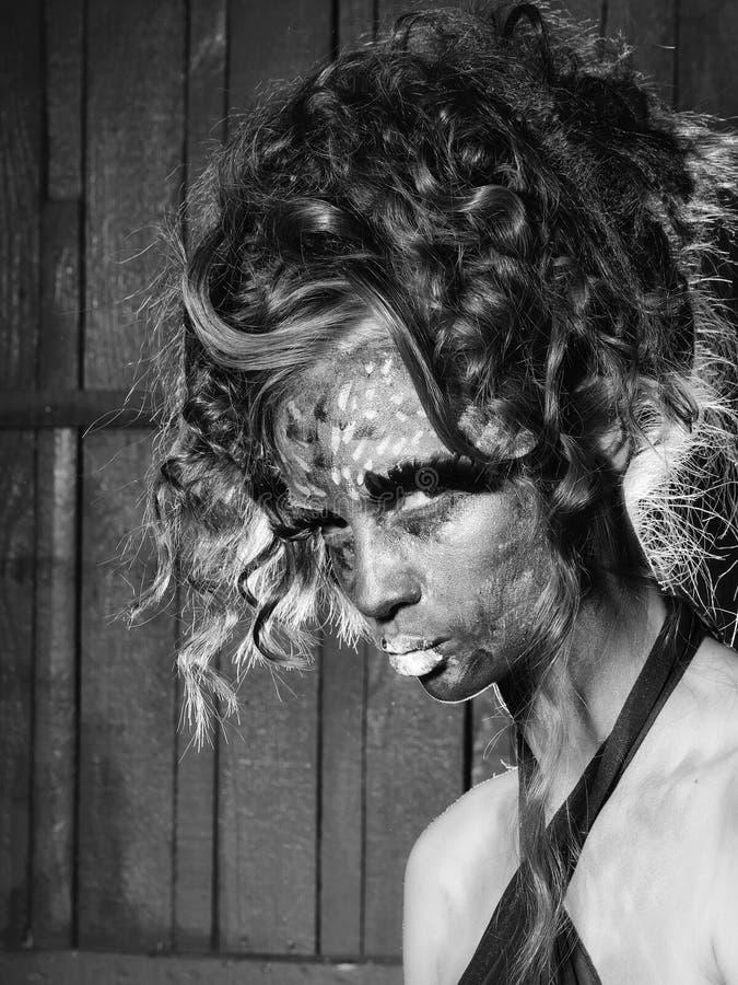 Renivellement créateur Portrait de mannequin de beauté Femme avec le visage paited photo libre de droits