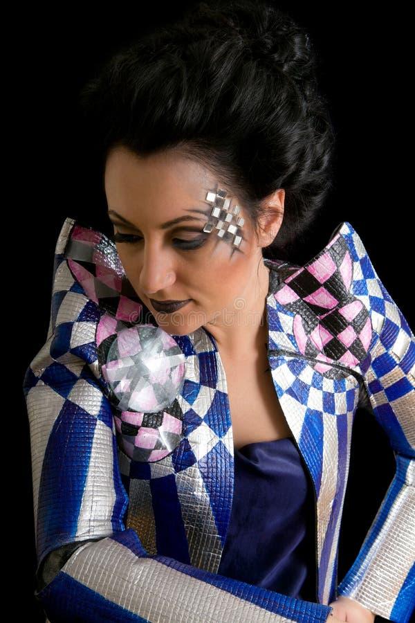 Renivellement de femme de beauté avec des cristaux sur le visage photo libre de droits