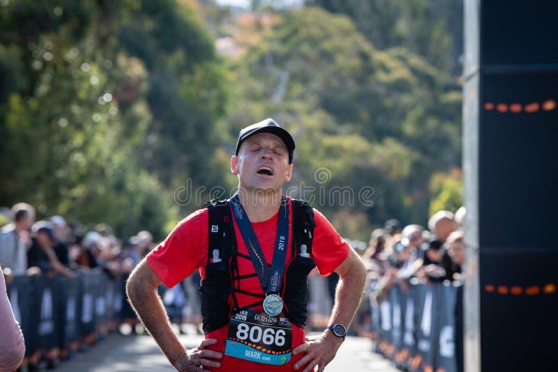 Rennen Ultra-Spur-Australiens UTA11 Läufer Mark Arbib entlasten, um zu der Ziellinie zu kommen stockfoto