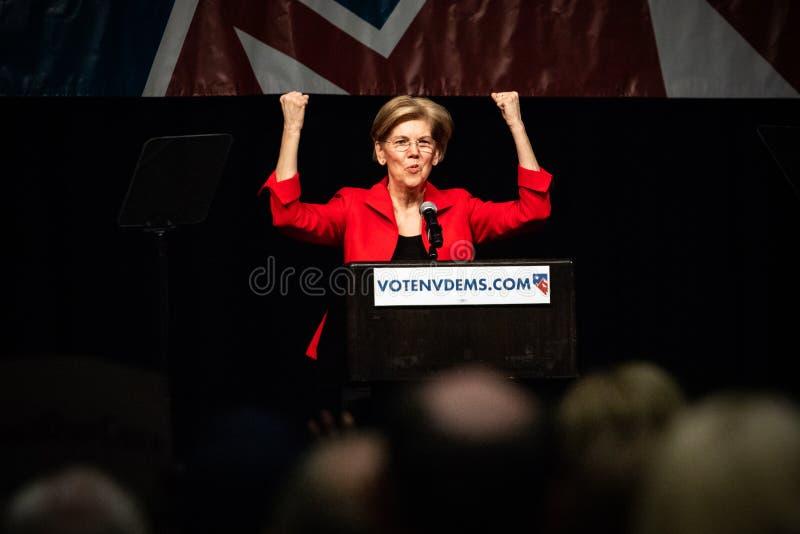 Reno, nanovolt - 23 de junho de 2018 - Elizabeth Warren With Fists Clenched foto de stock