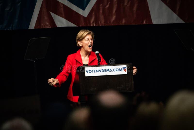 Reno, nanovolt - 23 de junho de 2018 - Elizabeth Warren Yelling With Fists C imagens de stock royalty free