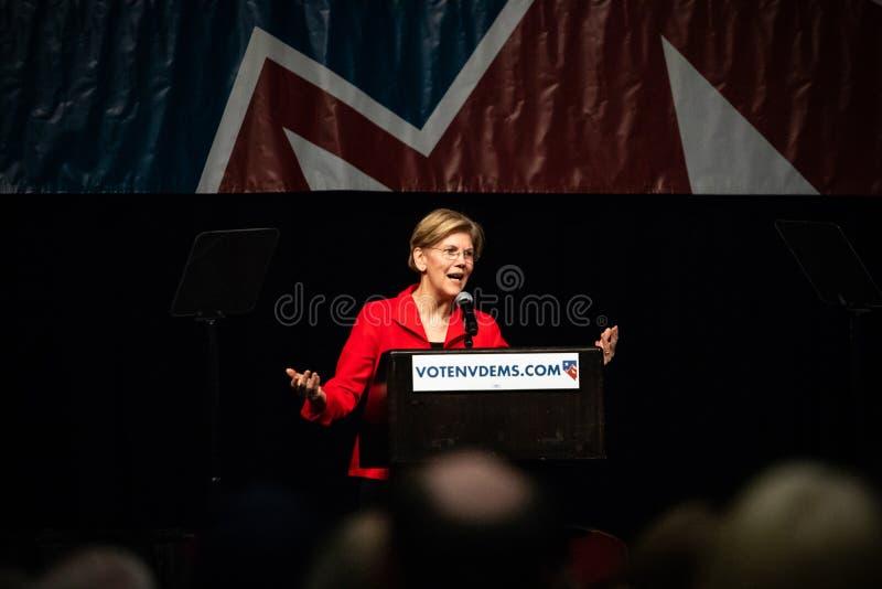 Reno, NV - 23 Juni, 2018 - Elizabeth Warren Answering Crowd At N royalty-vrije stock fotografie