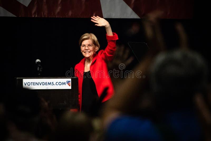 Reno, NV - 23 Juni, 2018 - Elizabeth Warren Waving en het Glimlachen t stock afbeelding