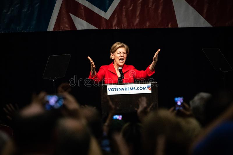 Reno, NV - 23 Juni, 2018 - Menigteopname Elizabeth Warren With stock foto