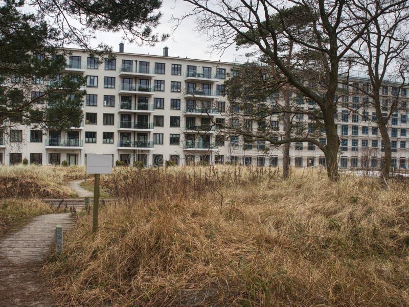 Renovación de bloques de viviendas destruidos en Prora foto de archivo