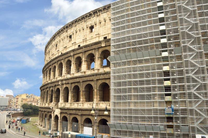 Renovaciones de Colosseum, cubiertas en andamio fotos de archivo libres de regalías
