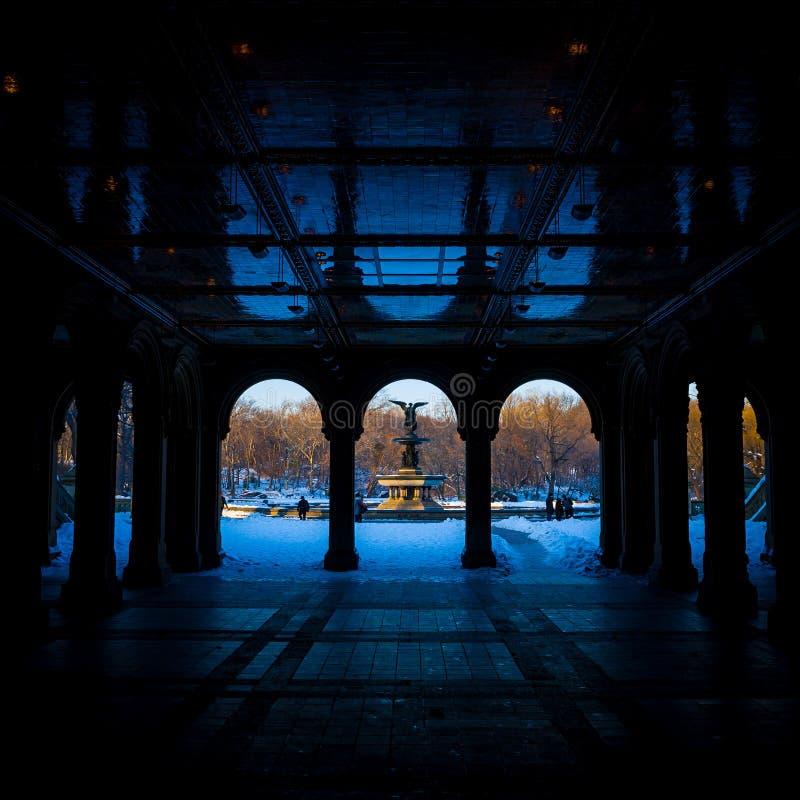 Renoverad Bethesda Arcade och springbrunn i Central Park, New York arkivbilder