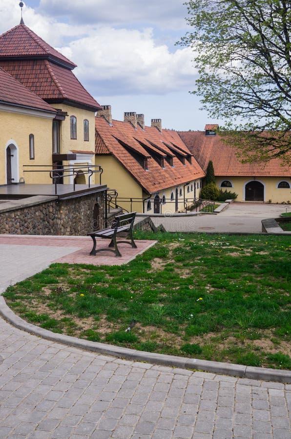 Renoverat gammalt s?teri Shlokenbek i Lettland Godset äger rum över 600 gamla år Maj 5, 2019, Lettland arkivfoto