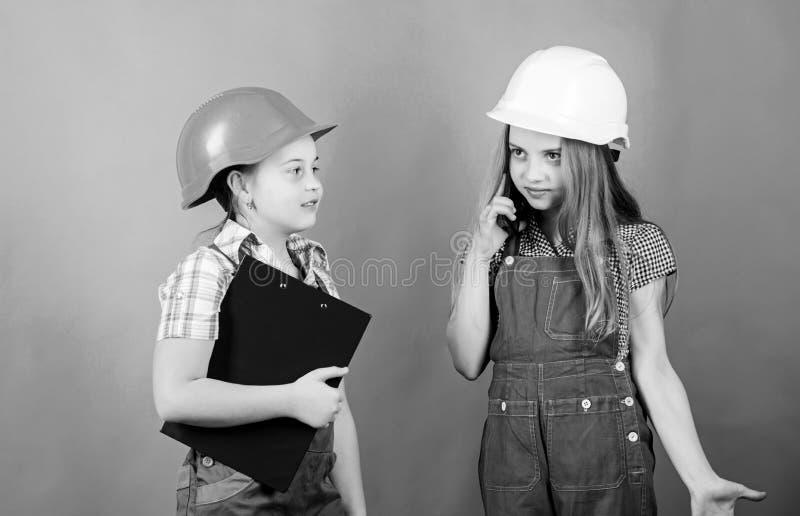 Renoveringsplan Åtgärder för förbättring av hemmet Byggnadsteknikarkitekt Framtida yrke Barnflickor som planerar royaltyfria bilder