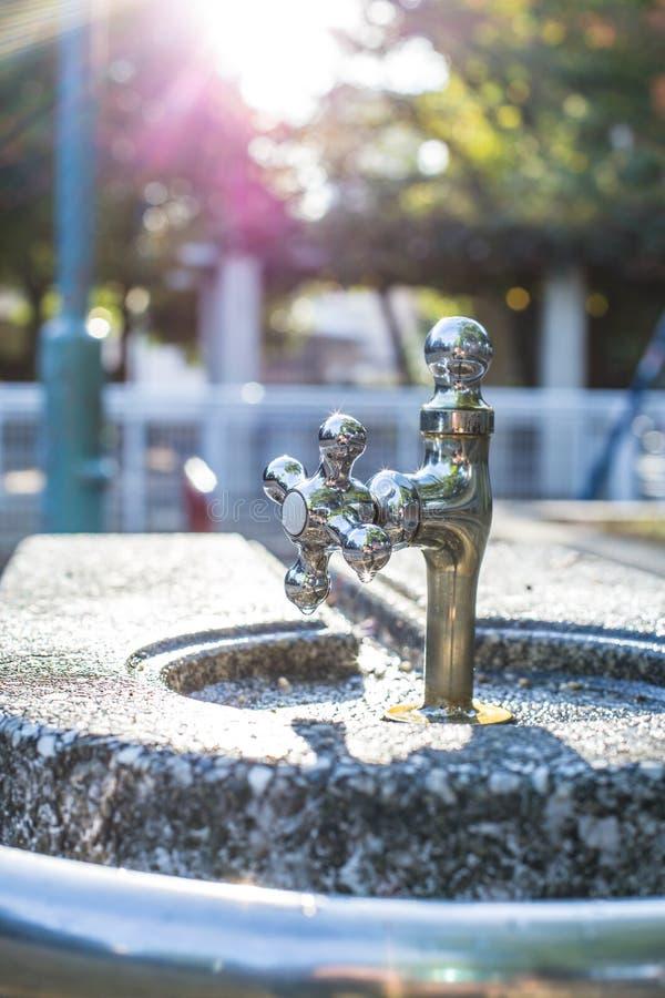 Rent klapp för dricksvatten för stålsilverkrom royaltyfri foto